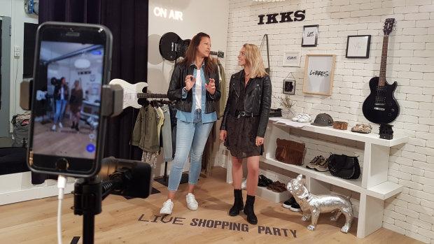 Dans les coulisses du studio live shopping d'IKKS