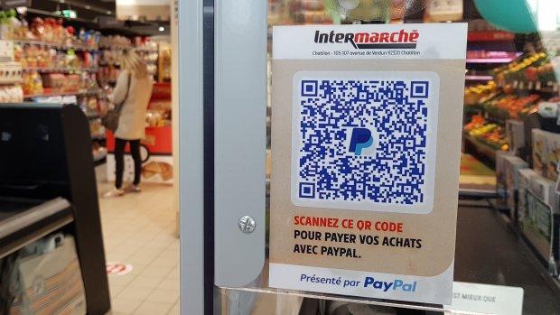 Le QR Code en caisse permet aux clients de récupérer les données bancaires du magasin en un clic. - © CC / Républik Retail