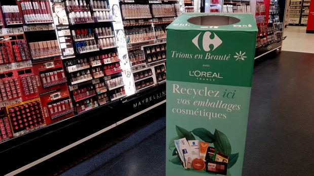 La borne de recyclage des emballages cosmétiques sera installée au sein des espaces beauté. - © CC / Républik Retail