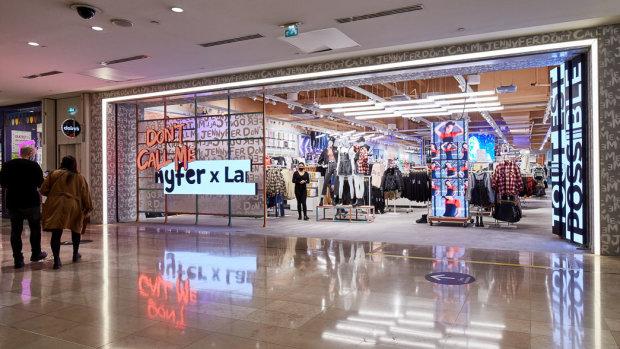 «DCM Jennyfer est un media qui a des magasins»