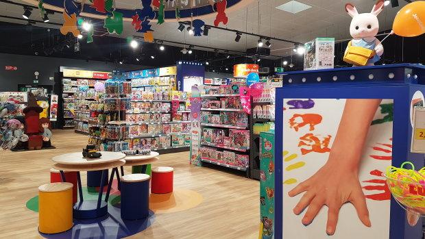 Le nouveau concept prévoit un espace d'échanges en plein milieu du magasin. - © CC / Républik Retail