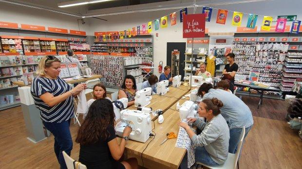 Mondial Tissus organise des ateliers de couture dans ses magasins. - © Mondial Tissus