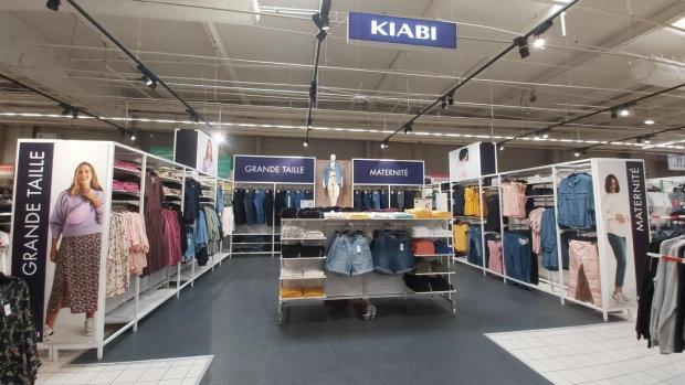 Sur 42m², Kiabi propose 150 références dédiées à la maternité et aux grandes tailles. - © Kiabi