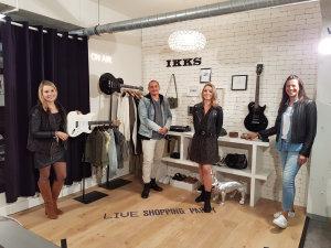 L'équipe live shopping: Marion Choisiy, Guillom Martin, Julia Houssart, et Nadia Jaabiri.