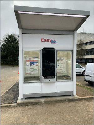 EasyBox dispose d'un mini transstockeur pour gérer les commandes.