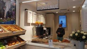 Cliquez & Retirez sert de point de retrait avec une offre de dépannage et un café, pour plus de convivialité. - © CC / Républik Retail
