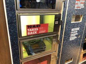 Les clients de Tommy Hilfiger peuvent déposer dans un casier connecté leurs anciens articles pour une reprise.