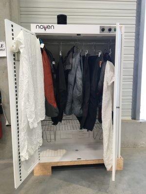 Lizee utilise les placards à ozone Novven pour désinfecter les produits pour Decathlon et Kiabi. - © Kiabi
