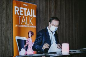 Michel-Edouard Leclerc signant les diplômes en qualité de membre du jury. © Républik Retail