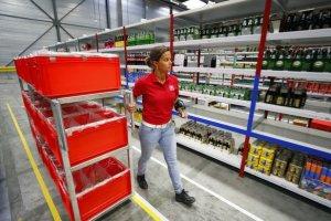 Les opérations restent gérer manuellement dans les entrepôts.