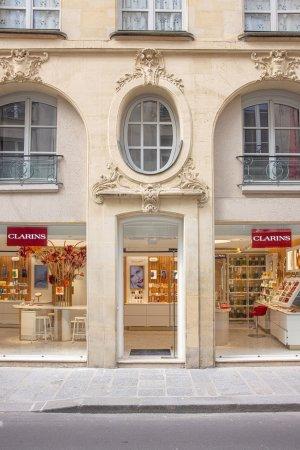 Vue imprenable sur le magasin depuis la rue. © Clarins / Olivier Loser